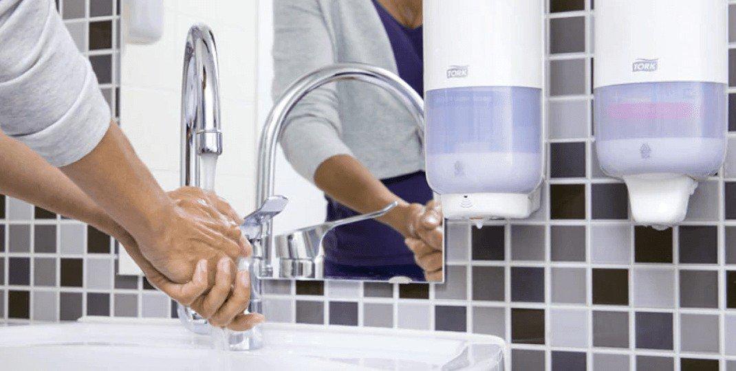 Jak poprawnie rozmieścić dozowniki do dezynfekcji rąk?